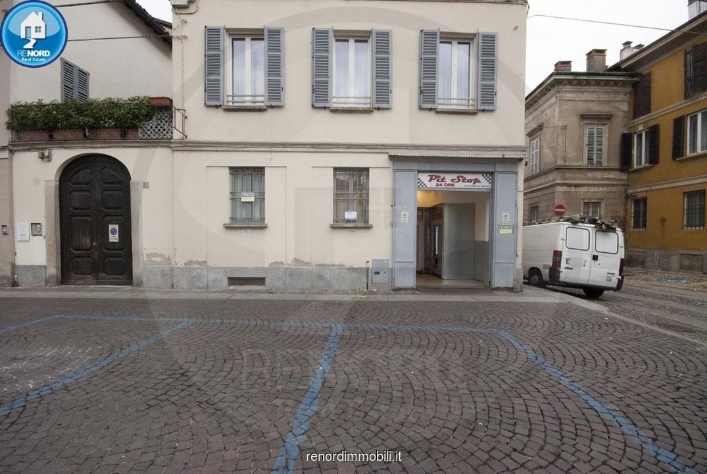 negozio vendita pavia centro storico
